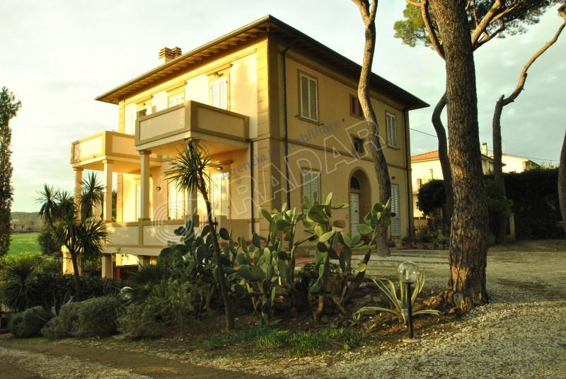 Castiglioncello  Appartamento In villa d'epoca, appartamento con ampia terrazza