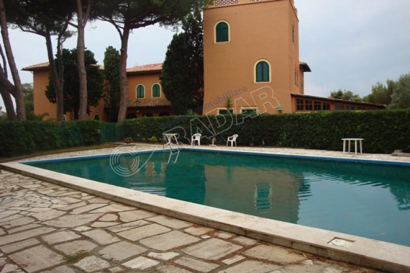 Castiglioncello vendita appartamento in villa sul mare con - Piscina due pini ...