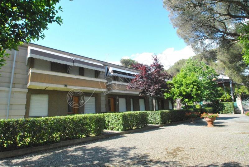 Castiglioncello  Trilocale al piano terra con giardino