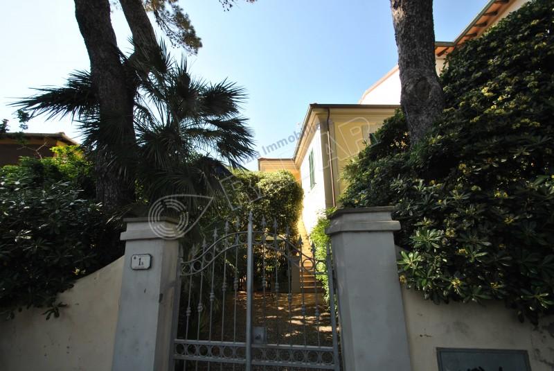 Castiglioncello  Appartamento a 50 mt dal mare con terrazzina pranzabile