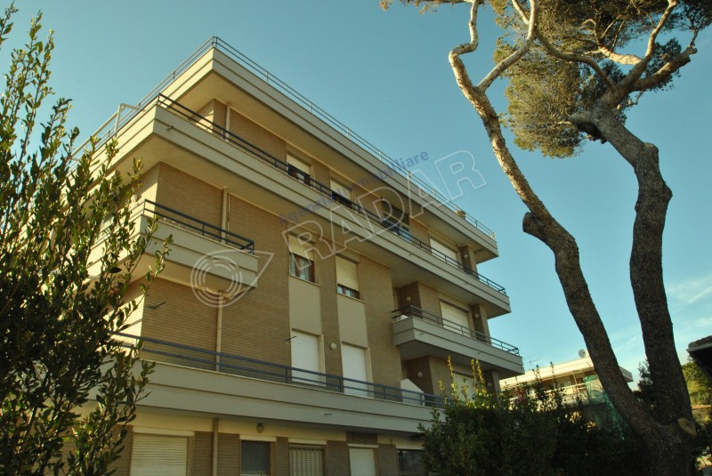 Castiglioncello  Appartamento con ampia terrazza, a 150 mt dal mare