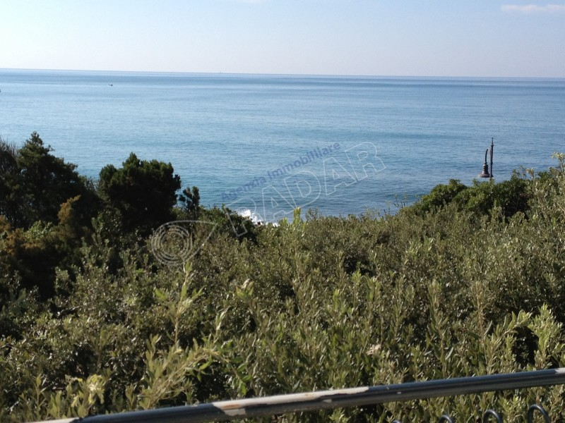 Castiglioncello  Villetta/Villa con scesa al mare e giardino