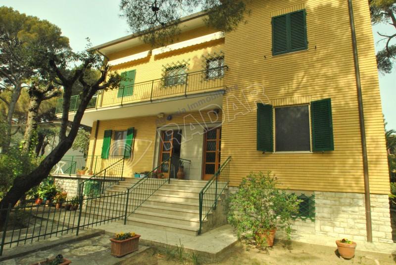 Castiglioncello  Villetta/Villa Con giardino e doppi servizi, 70 metri dal mare