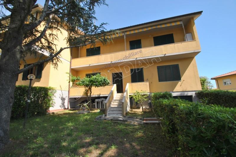 Castiglioncello  Appartamento indipendente con giardino a 500mt dal mare