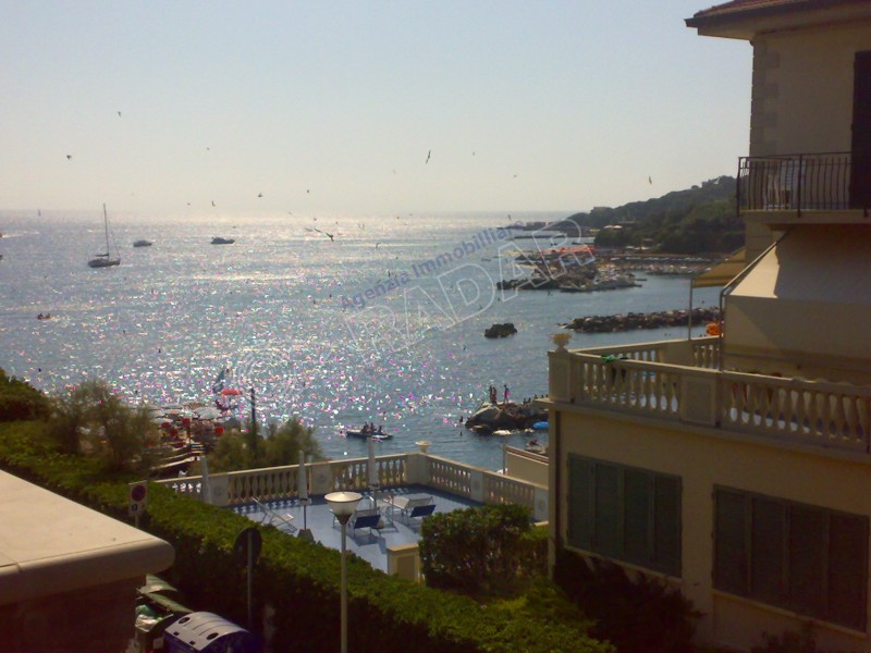 Castiglioncello  Trilocale Moderni appartamenti in villa a 30 mt dal mare