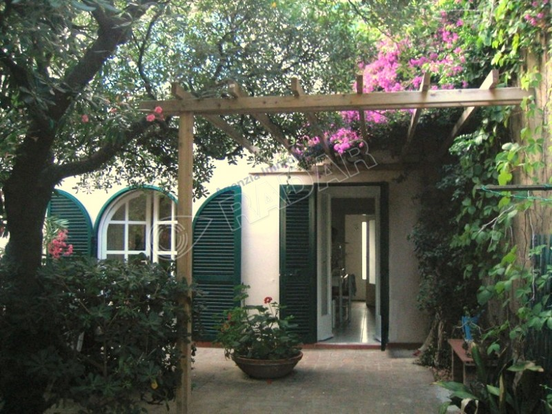 Castiglioncello  Villetta/Villa con ampio giardino privato a 50 metri dal mare