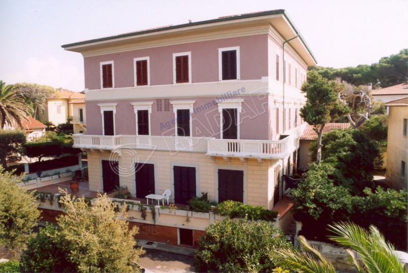 Castiglioncello  Appartamento Trilocale a 30 metri dal mare con doppi servizi