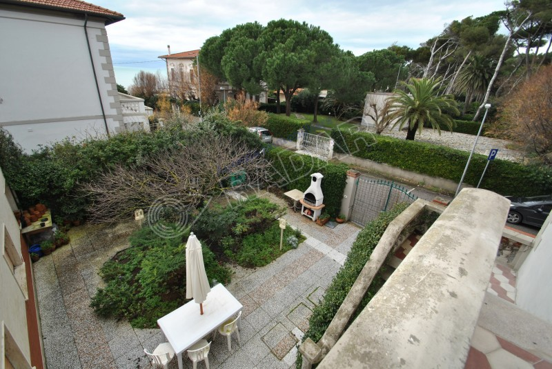 Castiglioncello  Appartamento in villa a 30 metri dal mare, con giardino