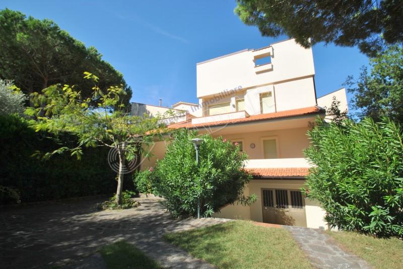 Castiglioncello  Villetta/Villa a schiera con ampio giardino a 600 metri dal mare
