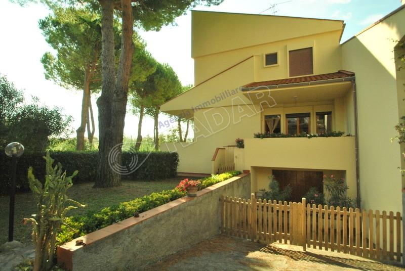 Castiglioncello  Appartamento  in villetta a schiera con giardino