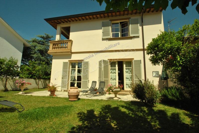 Castiglioncello vendita villetta villa con giardino a 300 - Foto ville con giardino ...
