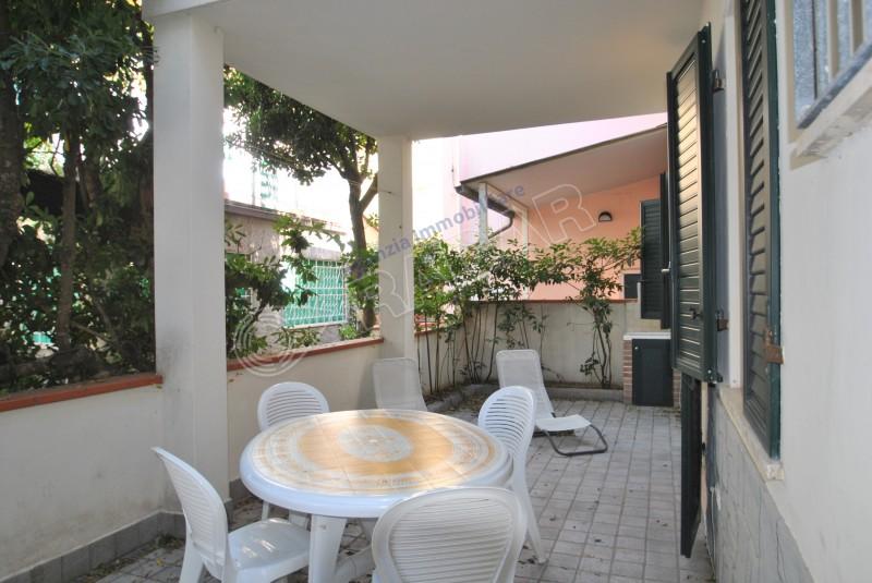Castiglioncello  Appartamento al piano terra con giardino -50 metri dal mare