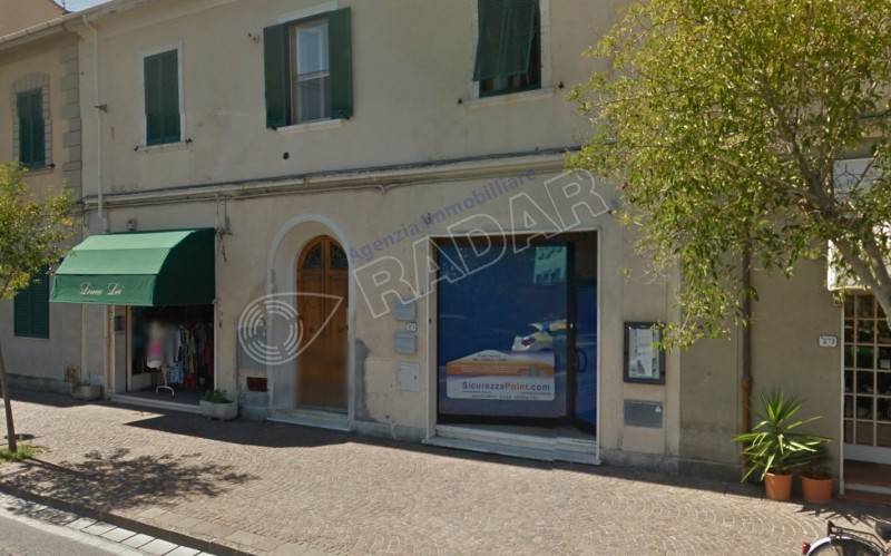 Rosignano Solvay  Fondo commerciale in zona centrale
