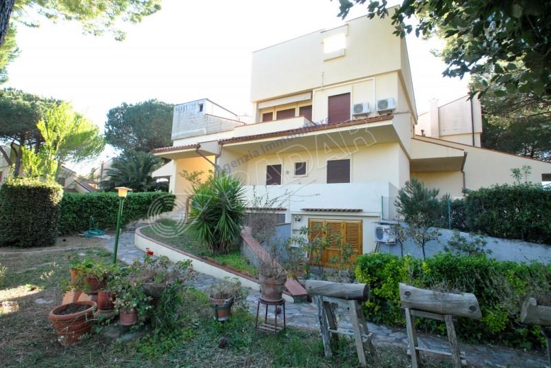 Castiglioncello  Appartamento indipendente con giardino, balcone e terrazza solarium