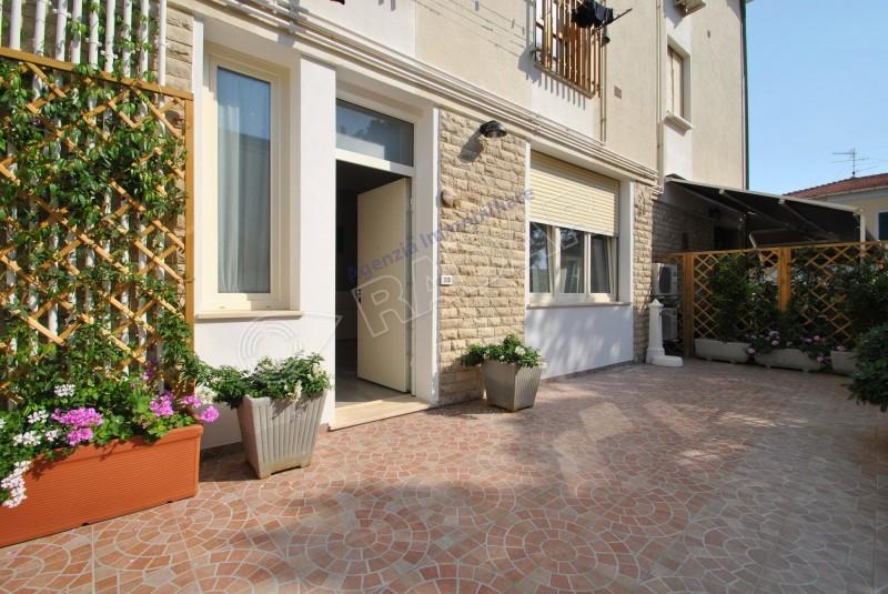 Castiglioncello  Appartamento al piano terra con corte esterna esclusiva a 100 metri dal mare
