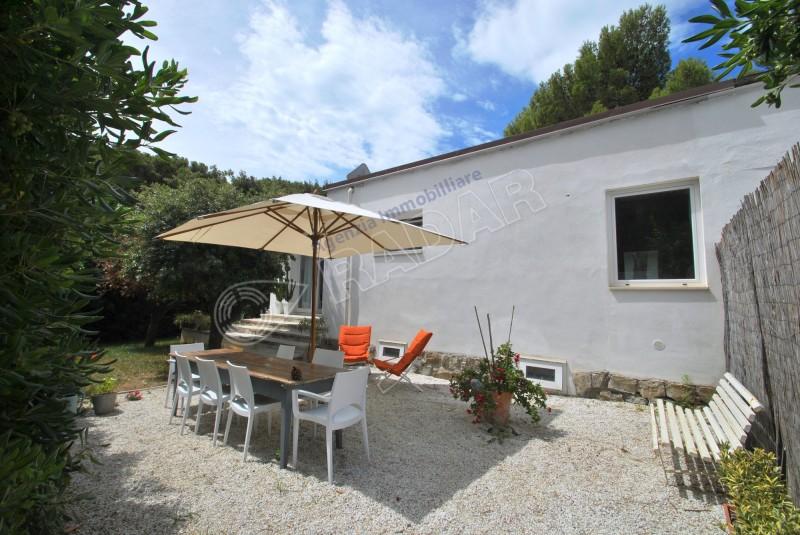Castiglioncello  Porzione di villa con giardino a 600 metri dal mare
