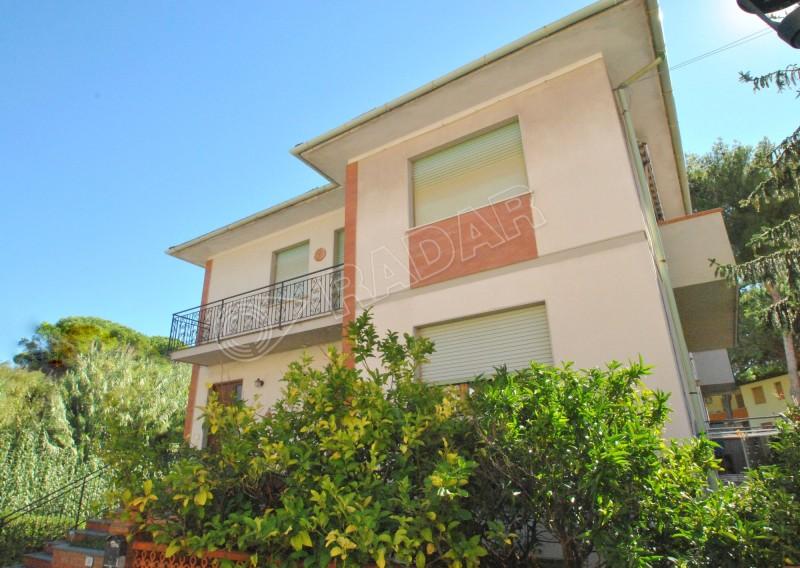 Castiglioncello  Appartamento a mt. 300 dal mare al primo piano 3 camere doppi servizi