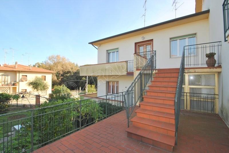 Castiglioncello  Appartamento con ampio giardino e dependance a pochi passi dal mare
