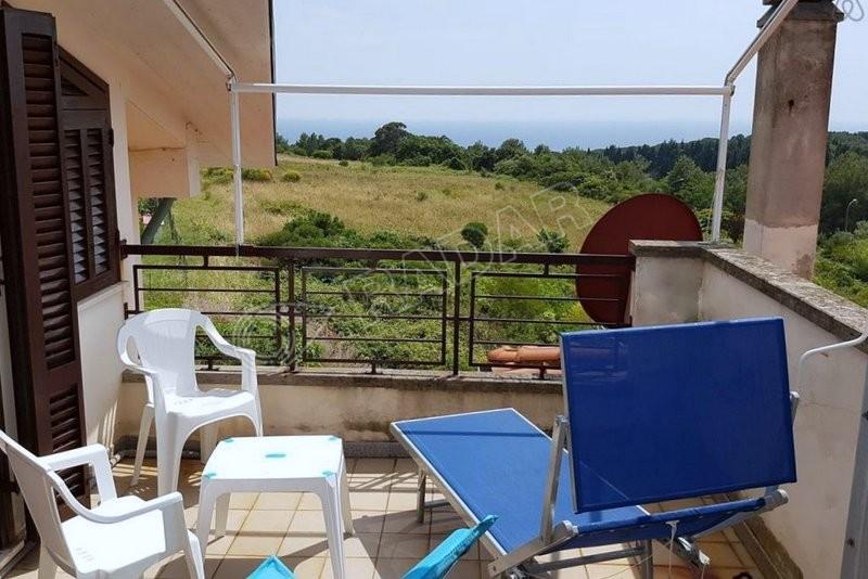 Castiglioncello  Appartamento in zona collinare con vista mare e solarium