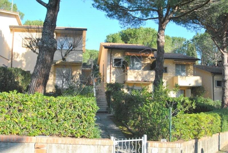 Castiglioncello  Appartamento immerso nel verde con terrazza e giardino