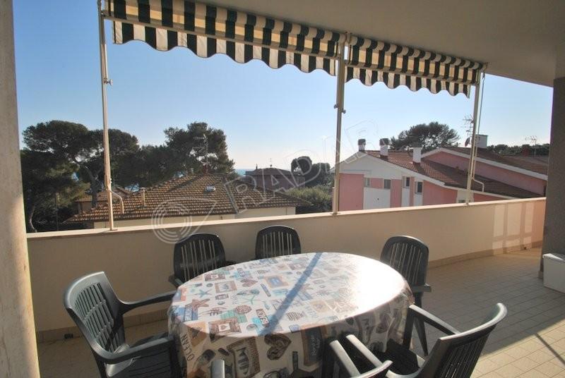 Castiglioncello  Appartamento con ampia terrazza 6 posti letto 100 metri dal mare