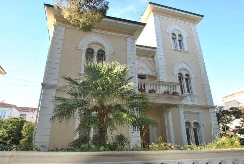 Rosignano Solvay  Appartamento in villetta d'epoca bifamiliare al primo piano con giardino a 300 metri dal mare