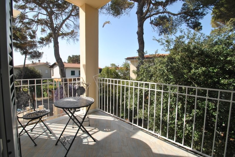Castiglioncello  Appartamento con terrazza e posto auto a  30 mt dal mare
