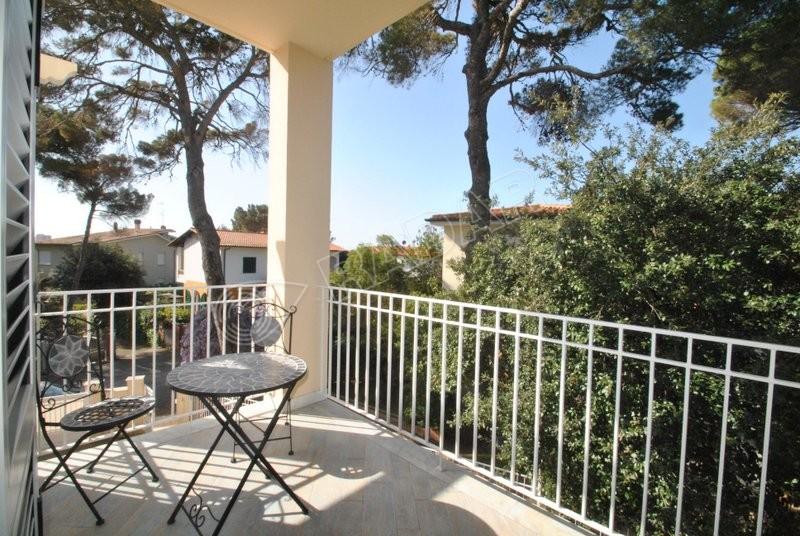 Castiglioncello  Appartamento con terrazza, posto auto a 30 mt dal mare