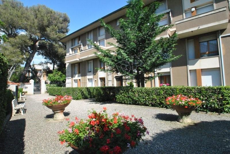 Castiglioncello  Trilocale al primo piano con balcone e posto auto