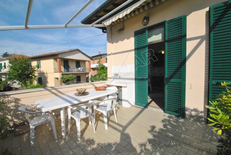 Castiglioncello  Appartamento con doppi servizi e ampia terrazza abitabile a 100 metri dal mare