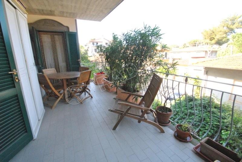 Castiglioncello  Trilocale al primo piano  con terrazza abitabile a 150 metri dal mare