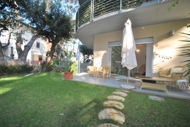 Castiglioncello  Appartamento a 50 metri dal mare con giardino e posto auto