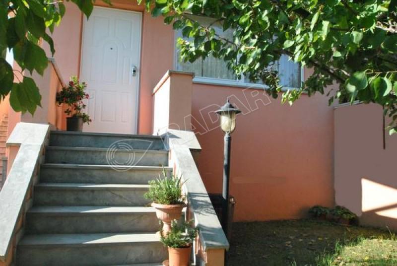 Rosignano Solvay  Appartamento Trilocale in schiera con piccolo giardino