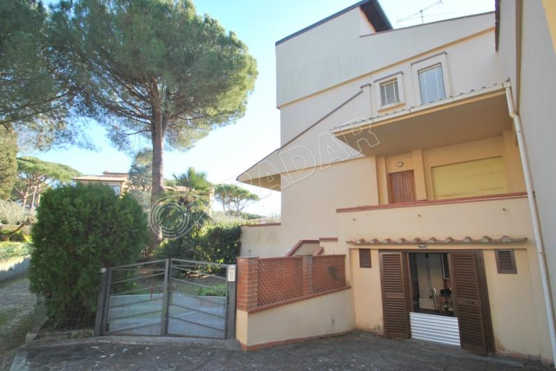 Castiglioncello  Villetta/Villa a schiera al piano terra con giardino a 600 metri dal mare