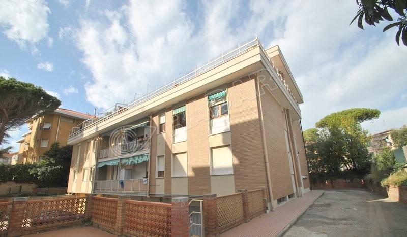 Castiglioncello  Appartamento a 150 mt dal mare, al 1° piano con balcone e posto auto