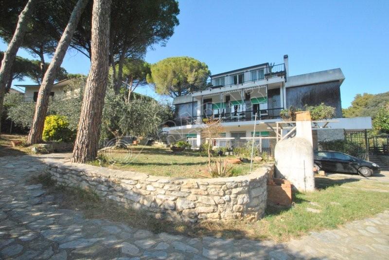 Castiglioncello  Villa  indipendente, con vista mare e ampio giardino