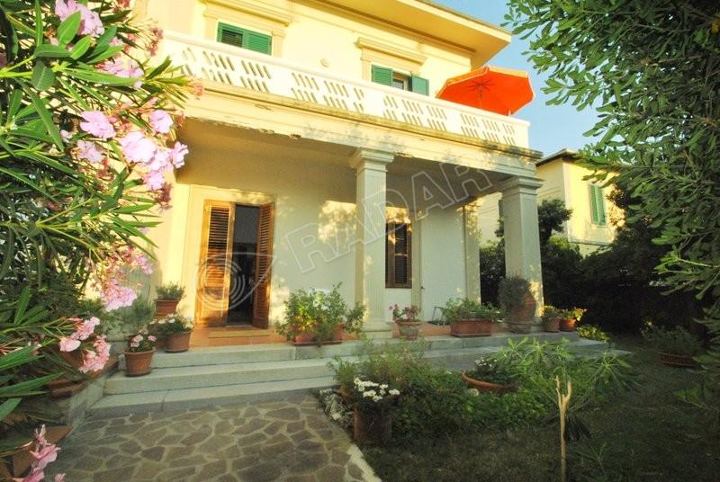 Castiglioncello  Porzione di villa con giardino a 50 metri dal mare