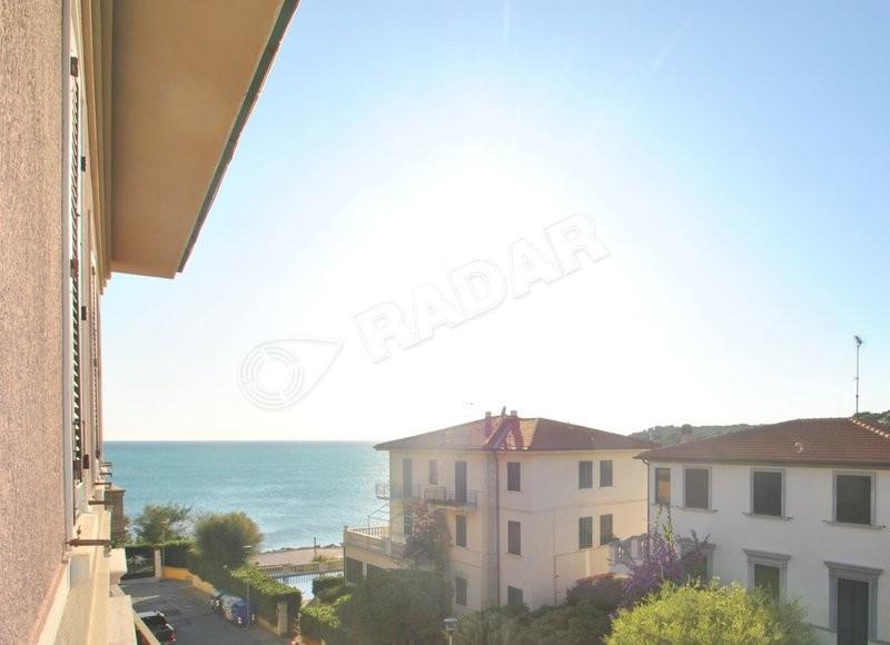 Castiglioncello  Appartamento con vista mare,in residence a 30 mt dal mare, doppi servizi