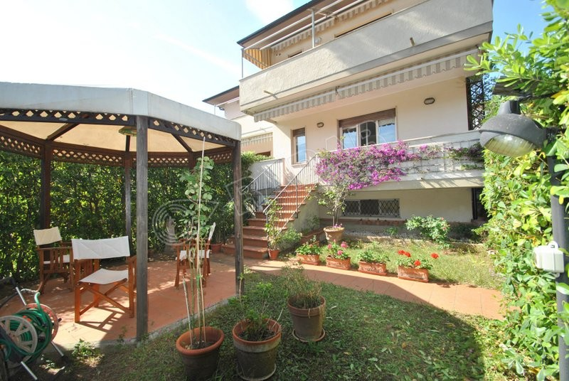 Castiglioncello  Appartamento con giardino,terrazza e doppi servizi - 600 metri dal mare