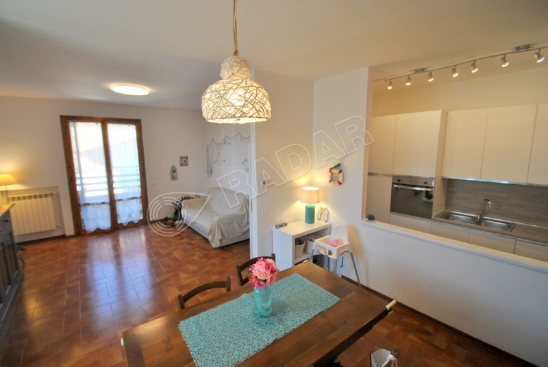 Castiglioncello  Appartamento con balcone, doppi servizi e garage -50 mt dal mare