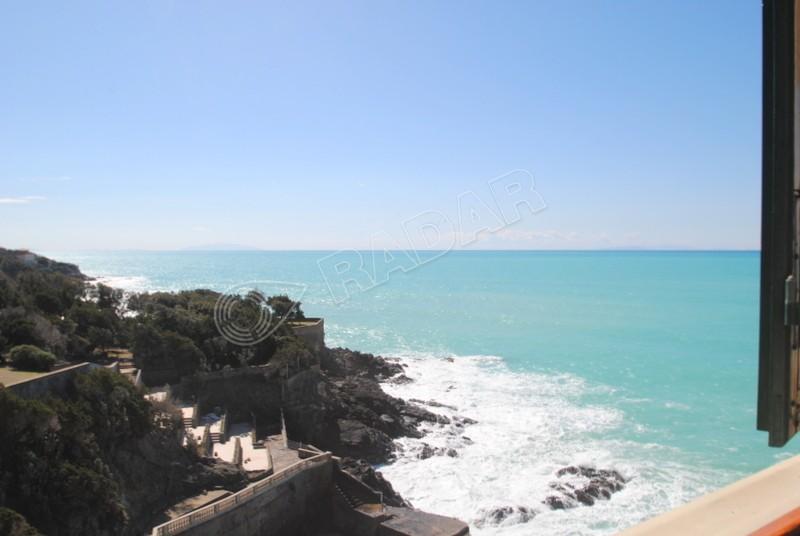 Castiglioncello  Monolocale con soppalco in villa sul mare con posto auto