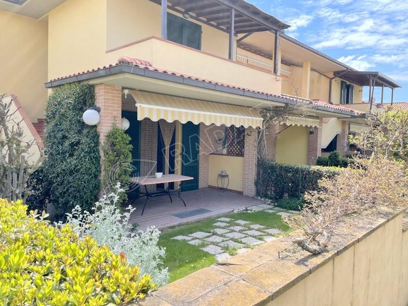 Castiglioncello  Appartamento in villetta a schiera con giardino-600 mt dal mare