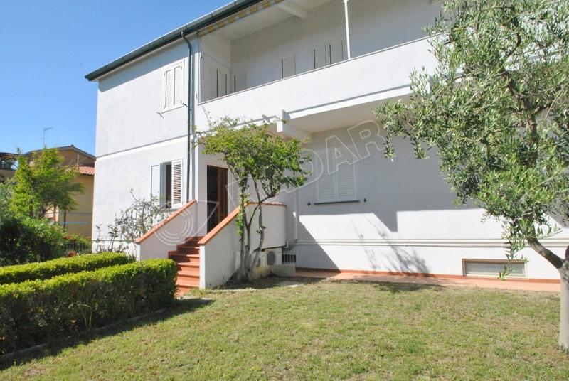 Castiglioncello  Appartamento in quadrifamiliare al piano terra rialzato con giardino privato