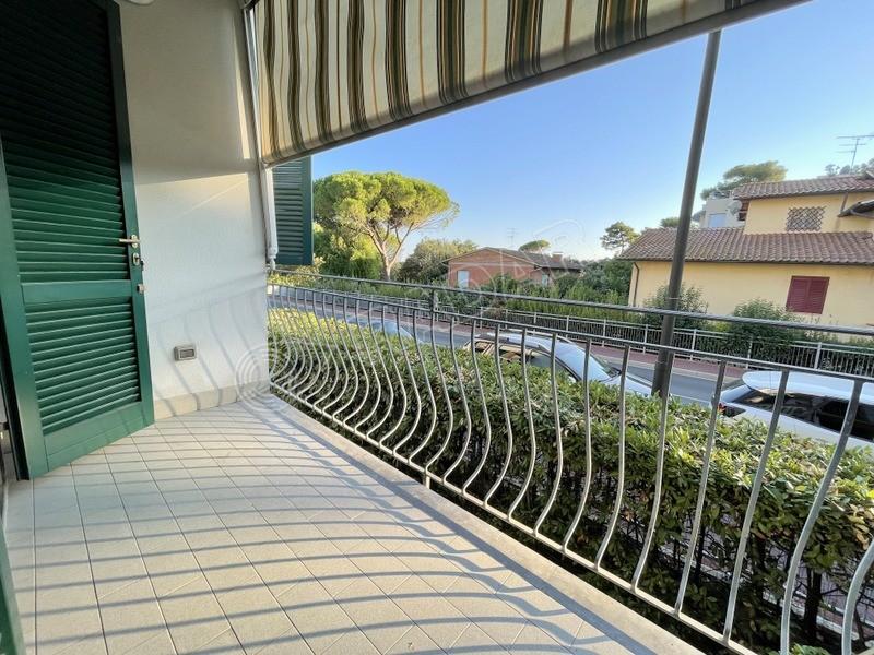 Castiglioncello  Appartamento con terrazza e garage a 150 mt dal mare