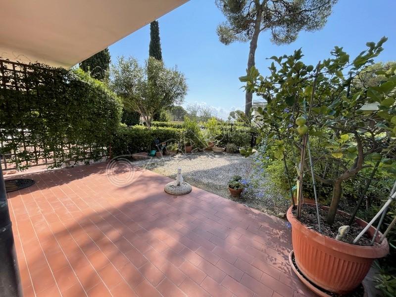 Castiglioncello  Appartamento con giardino privato e posto auto a 500 mt dal mare