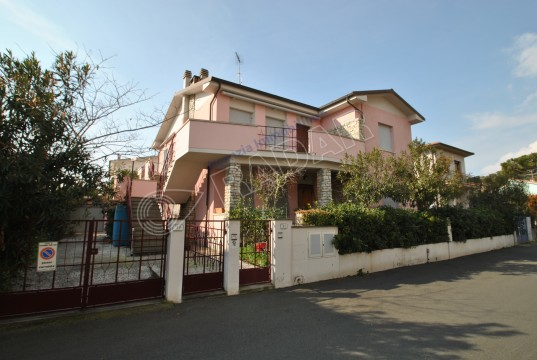 ground floor - 400 m from the sea