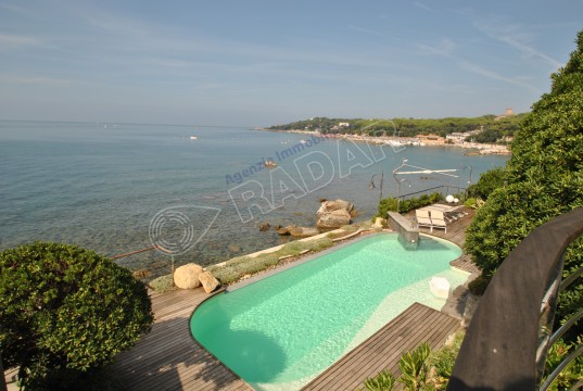 apartment in villa with swimmingpool, on the sea, in Tuscany