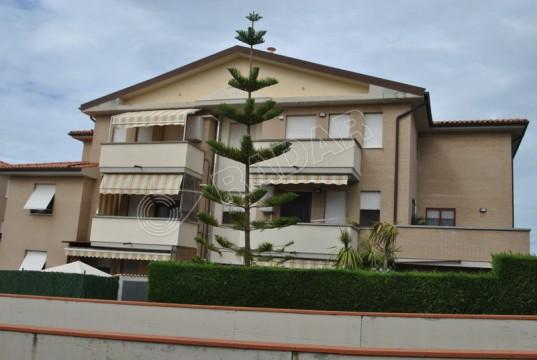 Trilocale con balcone