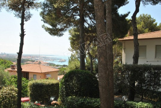 in terraced house with large garden with sea view