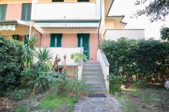 with garden 400 meters from the sea